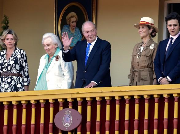 В годовщину попытки переворота в Испании - парламент страны захотел лишить бывшего короля неприкосновенности