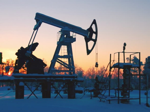 Цены на нефть подскочили на медленном восстановлении добычи в США