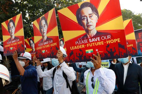 В Мьянме продолжаются протесты против военного переворота, силовики разогнали более тысячи протестующих