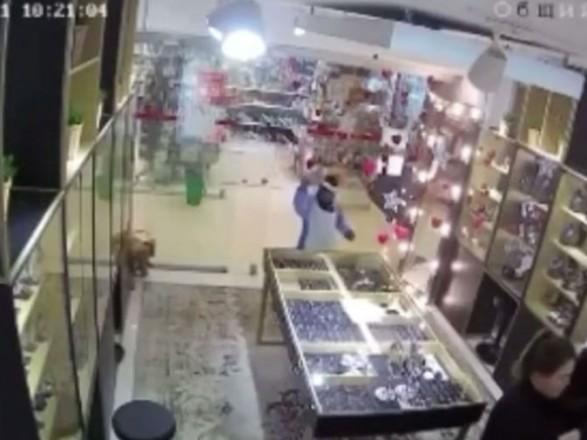 Нападение детей-единорогов на ювелирку в России оказалось сомнительным пиаром, который теперь проверяет полиция