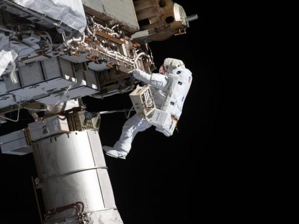 Астронавты NASA вышли в открытый космос для подготовки к установке солнечных батарей на МКС