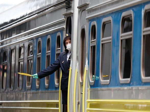 """""""Укрзализныця"""" с 7 марта приостанавливает высадку и посадку пассажиров в двух областях"""