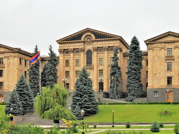 """Пашинян уклонился от ответа о российских """"Искандерах"""" во время выступления в парламенте Армении"""