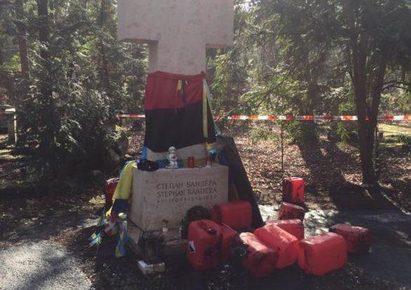 Вандалы осквернили могилу Бандеры в Мюнхене - МИД требует найти и наказать виновных