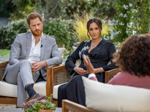Букингемский дворец думает, как ответить на интервью Меган и Гарри