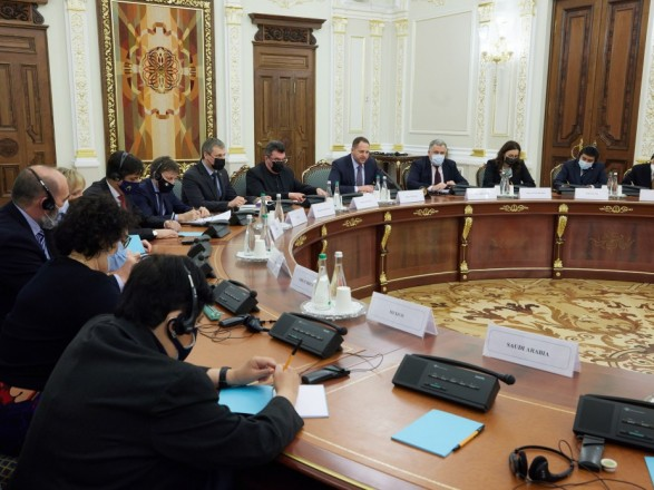 У Зеленского состоялась первая встреча в расширенном составе с послами G20: детали