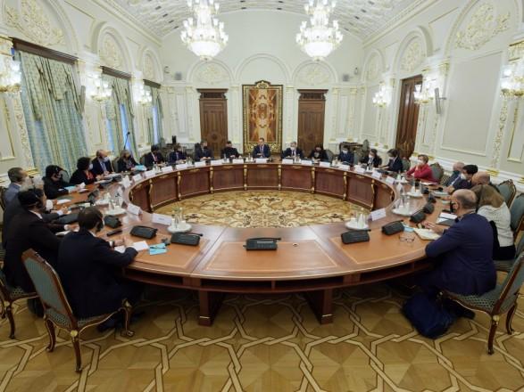 У Зеленского заявили, что Украине на решение ключевых вопросов с МВФ нужны месяцы
