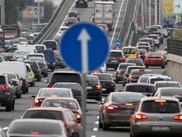 На нескольких мостах в Киеве образовались пробки