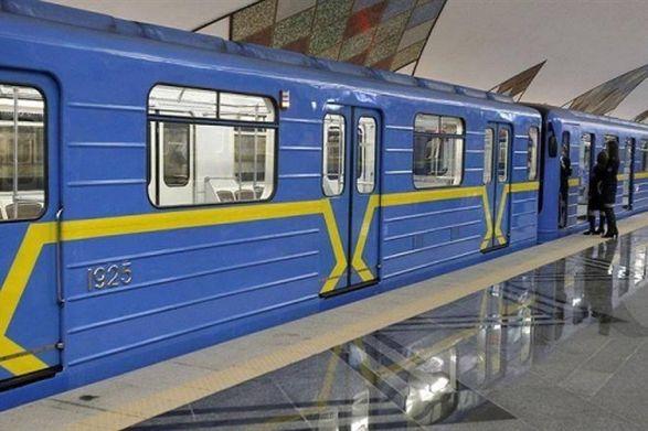 В Киеве предупредили об ограничении на вход на трех станциях метро из-за футбола