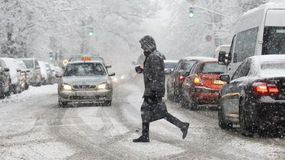 На Киев надвигается непогода: синоптики предупреждают о снеге и гололедице