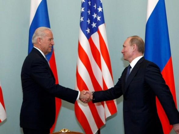 """Разведка США: Путин пытался """"очернить"""" Байдена на выборах"""