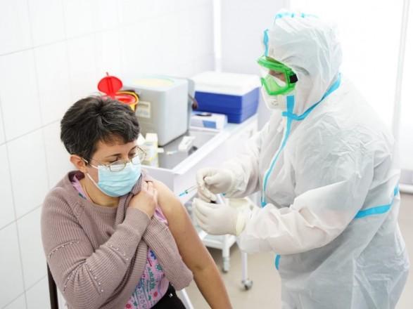 Вакцинированных от COVID-19 в Украине уже 81 тысяча, еще 282 тысячи - в очереди
