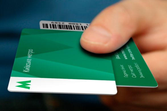 Срок действия зеленых карточек метро завершается: как платить за проезд в апреле