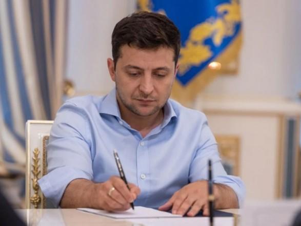 Президент ввел в действие решение СНБО о продлении санкций против двух российских банков