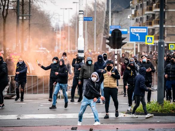 В Амстердаме на демонстрации против карантина из-за COVID-19 задержаны 58 человек