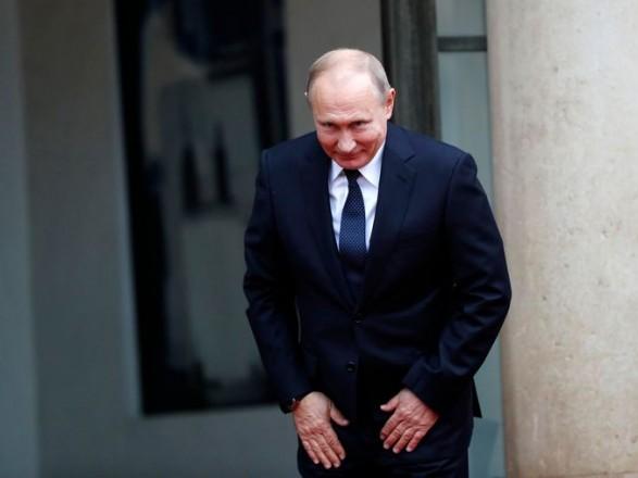 Путин сделал прививку от коронавируса, но какой вакциной - в Кремле не уточняют