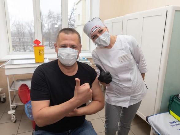 С упоротыми антипрививочниками дискутировать не буду: мэр Днепра Филатов вакцинировался от COVID-19