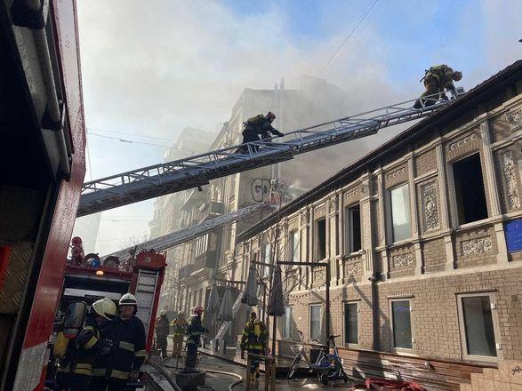 Пожар в историческом здании с рестораном в центре Киева потушили
