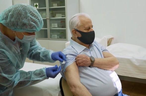 Кравчук рассказал о своем самочувствии после вакцинации