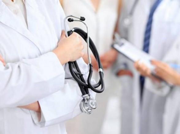 Тем политикам, кто критикует вакцинацию в Украине, надо было меньше воровать на медицине - врач