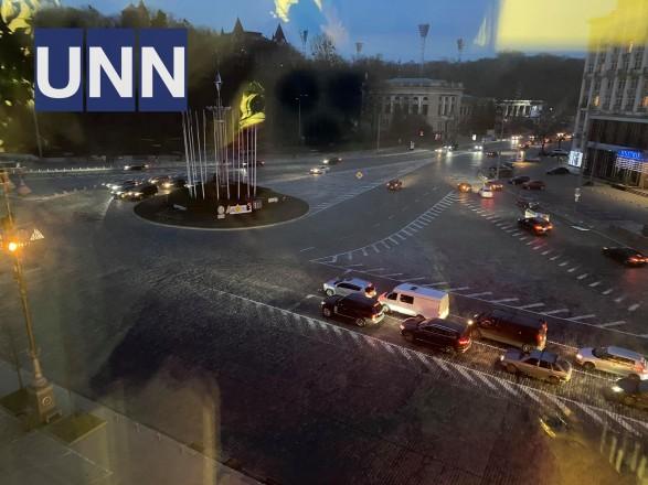 Улицы освещали только фары автомобилей: в центре Киева забыли вовремя включить освещение