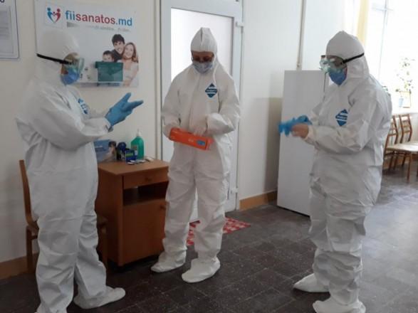 В Молдове разгорелся скандал: ряд чиновников вакцинировались от COVID-19 препаратом Pfizer вне очереди