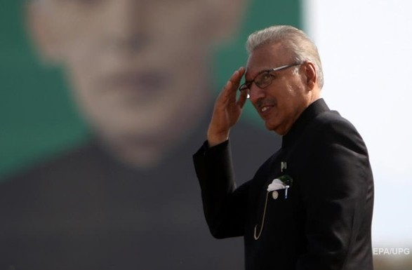 Президент Пакистана заболел коронавирусом после первой дозы вакцины