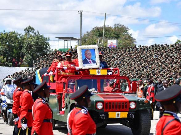 Во время церемонии прощания с одиозным президентом Танзании произошла давка: погибли десятки человек