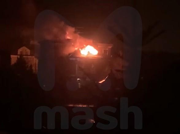 Спецоперация под Москвой: дом после обстрела из гранатомета вспыхнул, подозреваемый отказался сдаваться