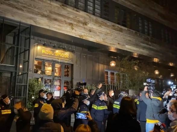 В Тбилиси устроили протест против визита журналиста Познера: в результате он бум вынужден вернуться в РФ