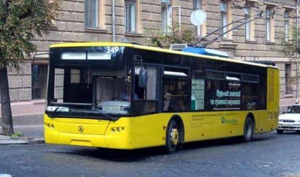 На Соломенке из-за отсутствия электроэнергии пробка из троллейбусов