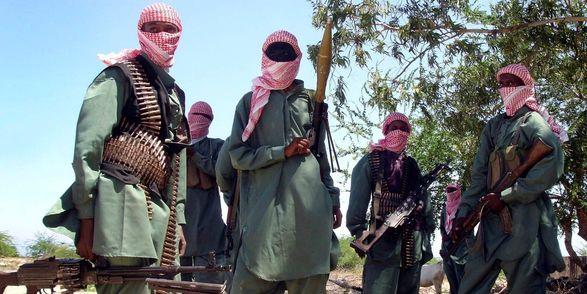"""Террористы """"Аль-Шабааб"""" атаковали две военные базы в Сомали"""