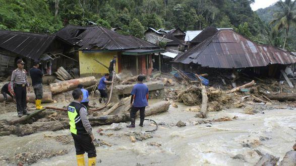 Наводнения и оползни в Индонезии: 20 человек погибли, 5 пропали без вести