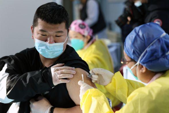 В Китае ввели 136,68 миллиона доз вакцины против COVID-19