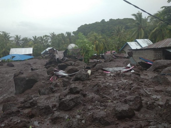 Оползни и наводнения в Индонезии забрали жизни 55 людей, более 40 пропали без вести