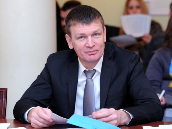 Крикуны со стороны расшатывают ситуацию и хотят обратно к корыту - нардеп о сборе подписей за отставку Степанова