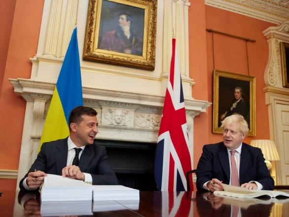 Зеленский в Катаре созвонился с Джонсоном: говорили об эскалации России, НАТО и визите в Украину