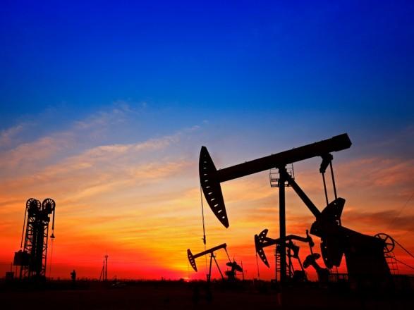 Нефть дорожает на фоне ослабления доллара