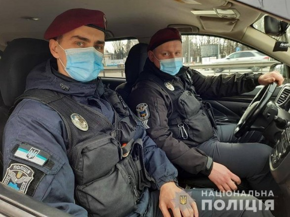 В Киеве спецназовцы доставили хирурга в больницу на экстренную операцию
