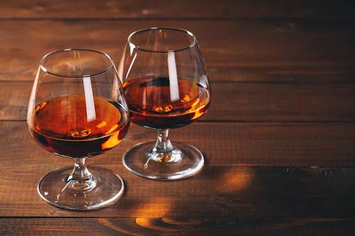 Коньяки-оборотни: эксперт рассказала о признаках, по которым определяют псевдогрузинские напитки
