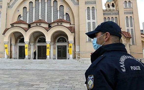 Полиция во Франции задержала священников за пасхальную службу без масок