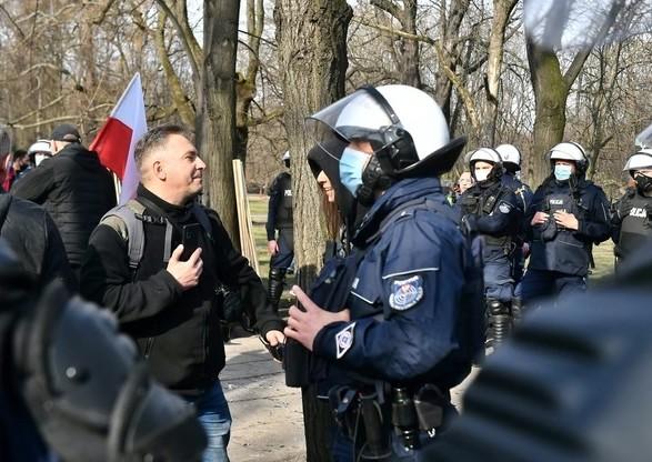 В Варшаве проходят протесты в 11-ю годовщину Смоленской катастрофы