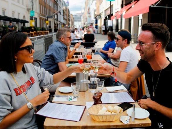 Английские рестораны и пабы сегодня возобновляют работу