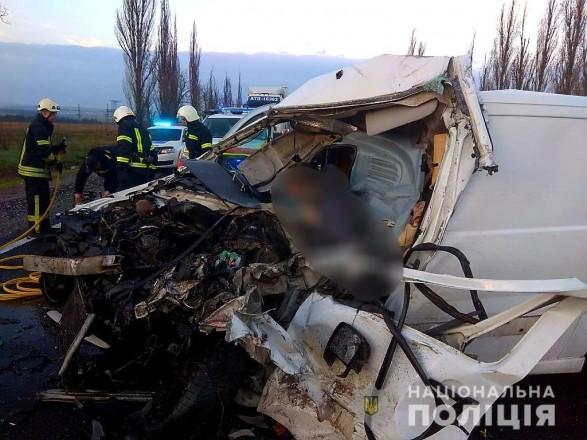 Смертельное ДТП в Николаевской области: микроавтобус перевозил шесть тел умерших от COVID-19