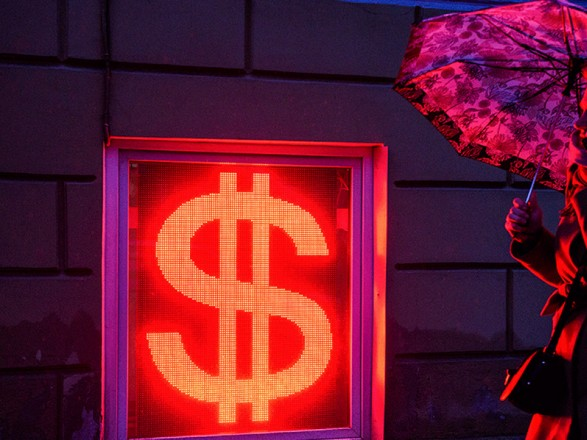 Российский рубль начал падать на волне слухов о введении санкций США против госдолга РФ