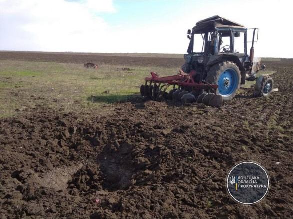 В Донецкой области во время полевых работ подорвался трактор, водитель получил ранения
