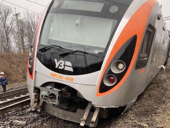 """Сход с рельсов поезда """"Интерсити"""": определили причину аварии"""
