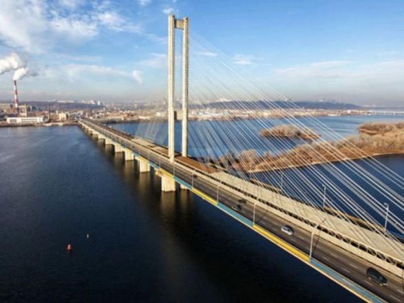 Пробки в столице: движение Северным и Дарницким мостами затруднено