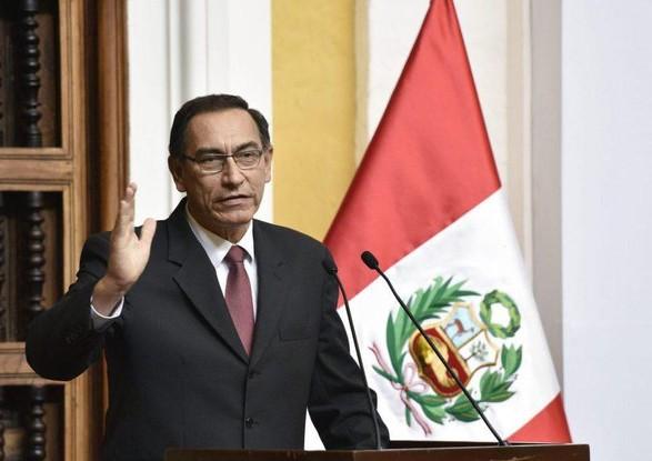 Экс-президенту Перу Вискарре запрещено заступать на государственные должности из-за скандала с вакцинами