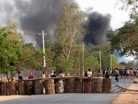 Во время серии взрывов в Мьянме пострадали трое военных